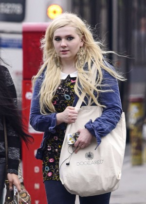 Abigail Breslin in Ripped Jeans Out in Soho