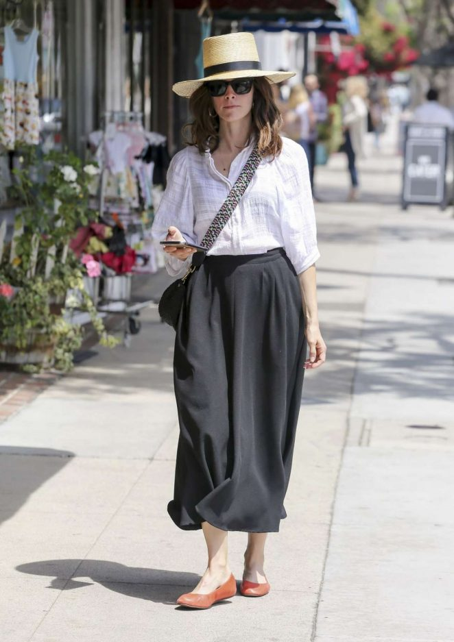 Abigail Spencer - Shopping candids In Los Angeles