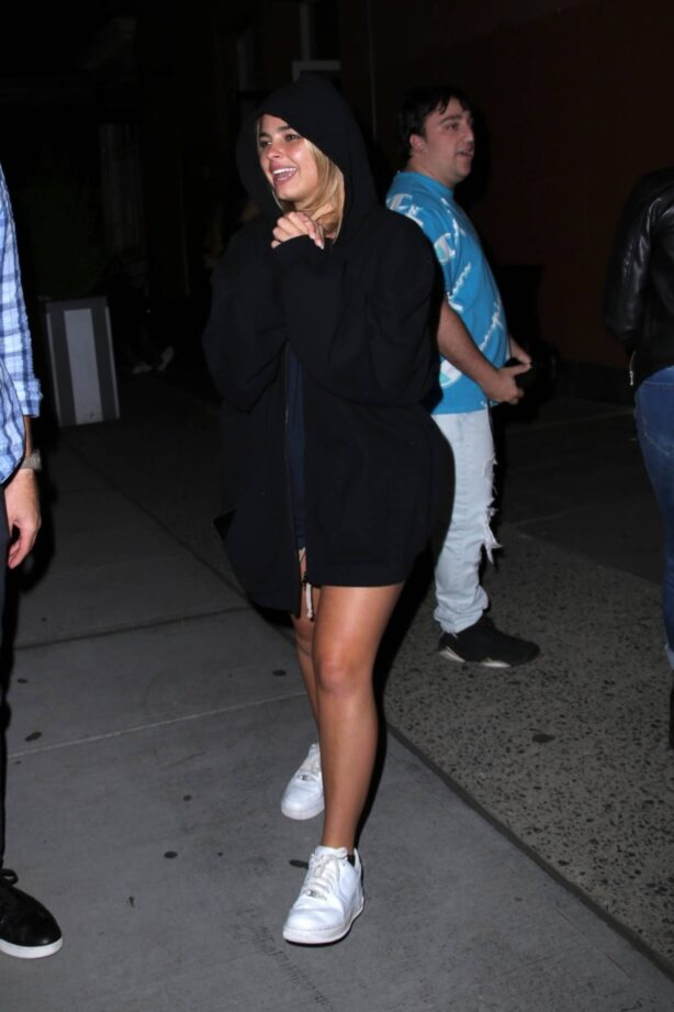 Addison Rae - Steps out for dinner in New York