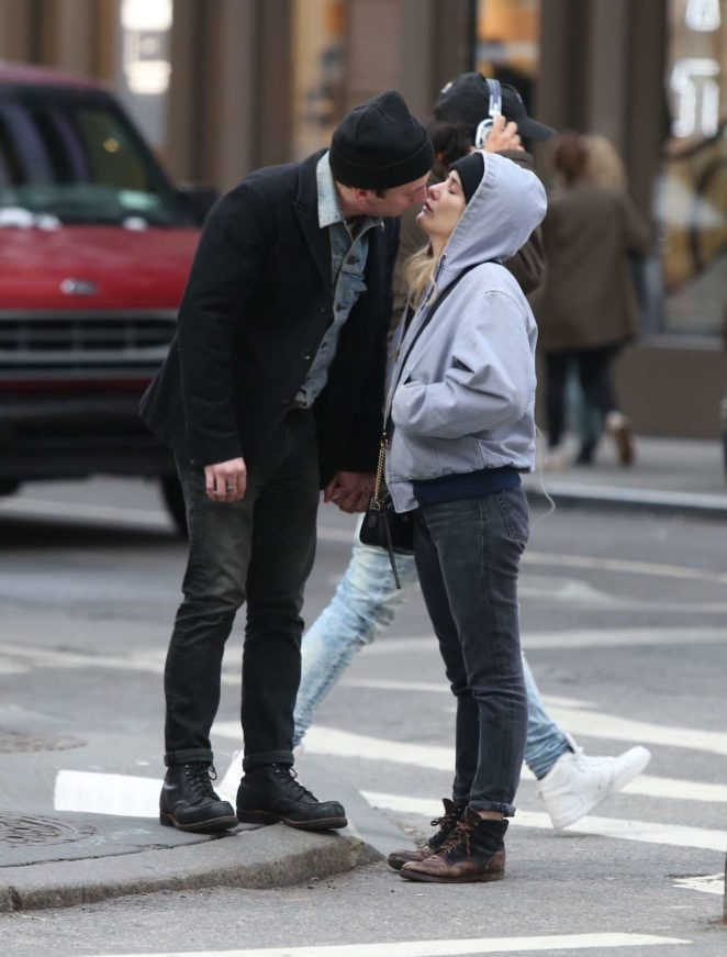 Addison Timlin and Jeremy Allen White shares a kiss in NY