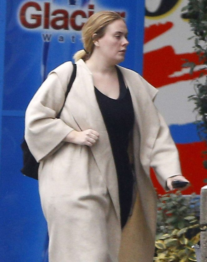 Adele at Ralph's grocery store in Calabasas