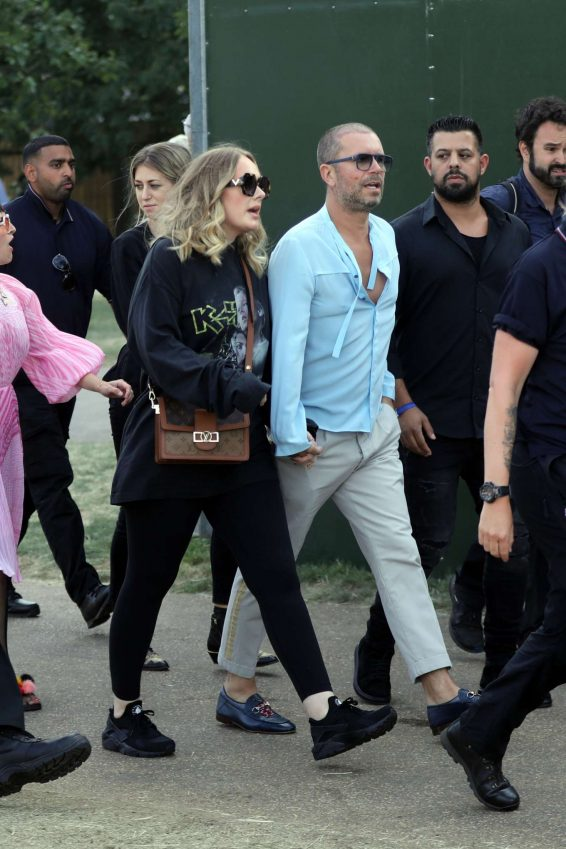 Adele – Holds Hands with a male Friend en Route to watch Celine Dion-03