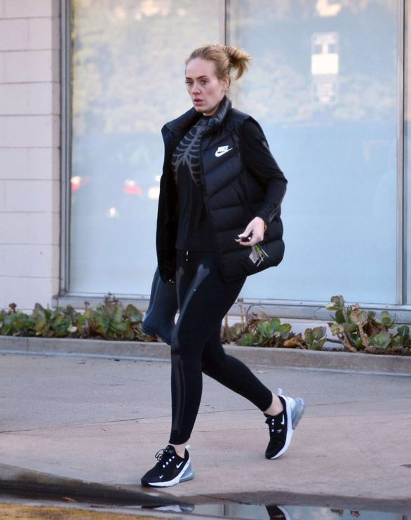 Adele - Leaving a library in Los Angeles
