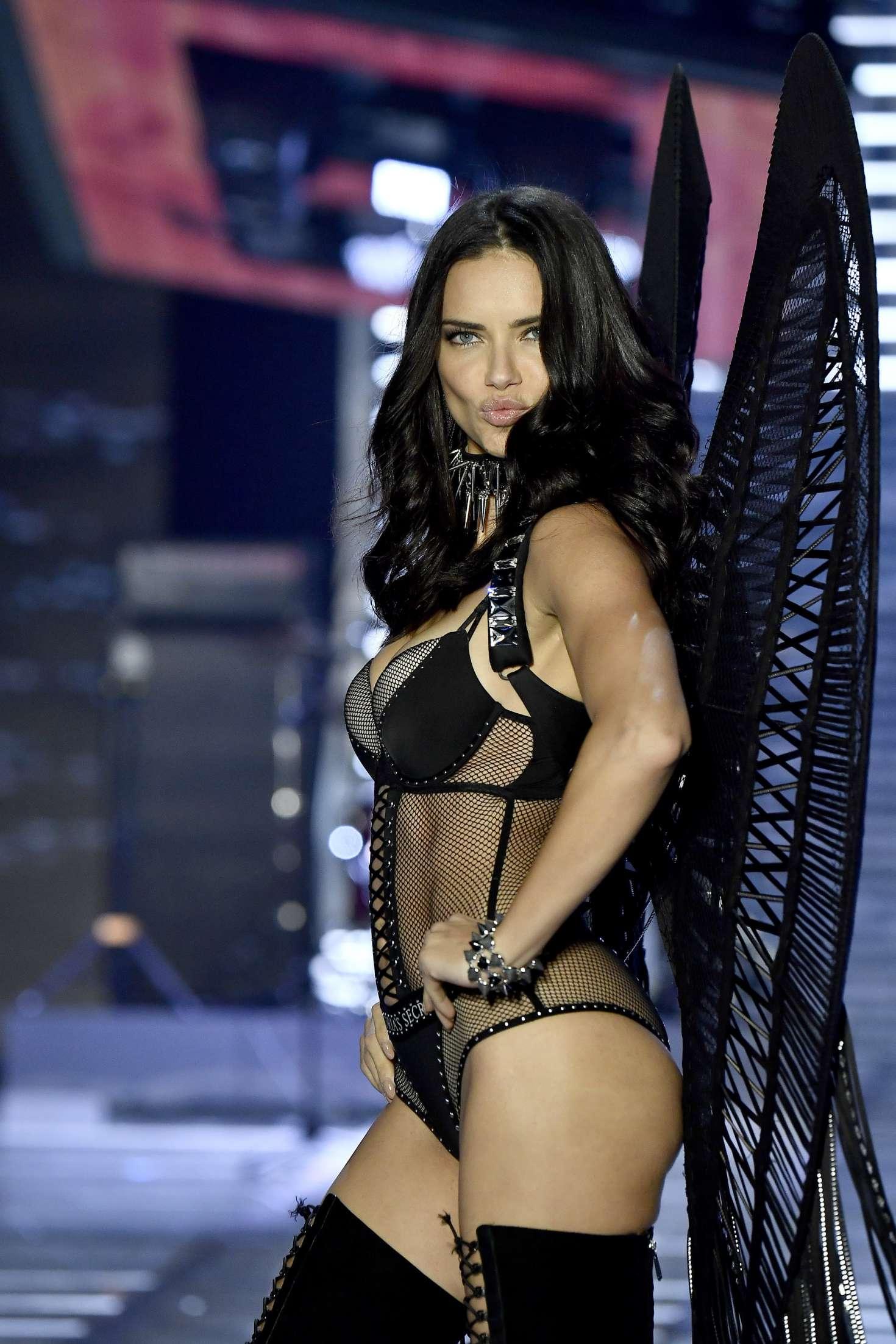 Adriana Lima 2017 Victorias Secret Fashion Show Runway