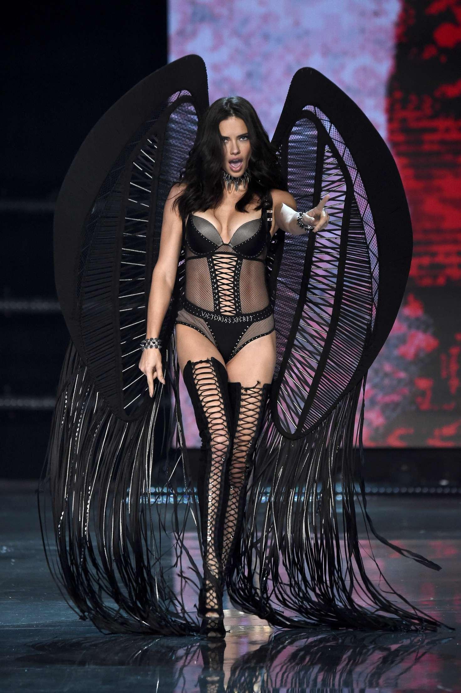 Adriana Lima 2017 Victoria S Secret Fashion Show Runway