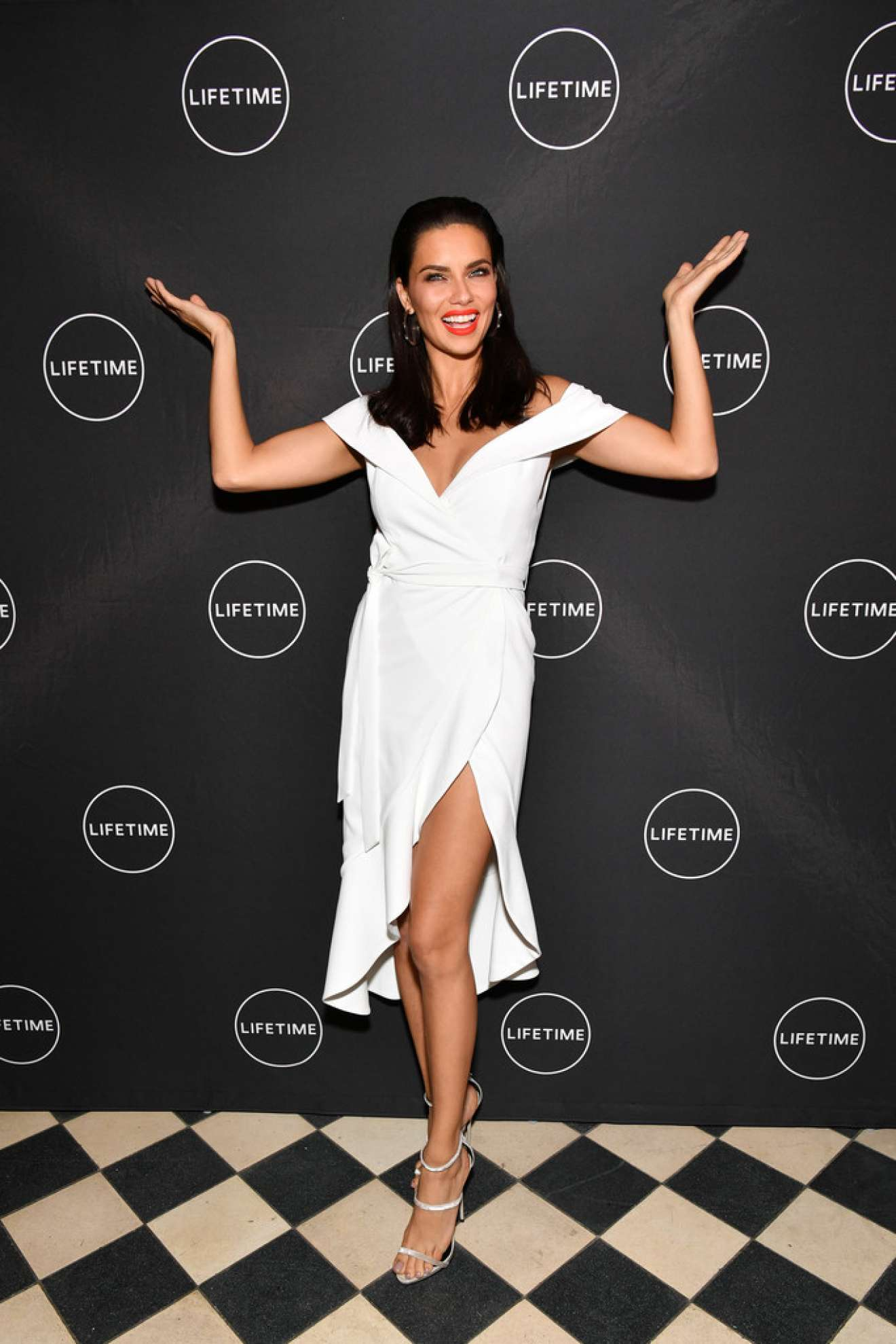 Adriana Lima – Conversation and Premiere of American Beauty Star in NYC   Adriana-Lima:-Conversation-and-Premiere-of-American-Beauty-Star-in-NYC-08