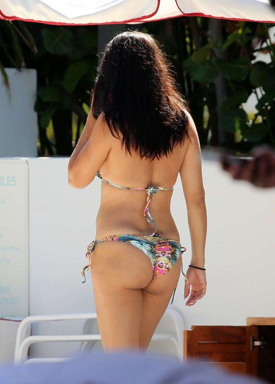 Adriana Lima 2019 : Adriana Lima – Spotted on the beach in Miami-30
