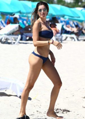 Aida Yespica shows off herbikini body in Miami
