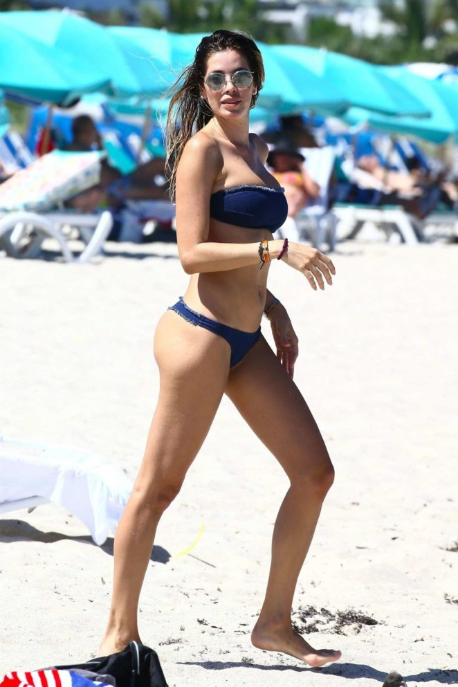 Aida Yespica shows off herbikini body in Miami