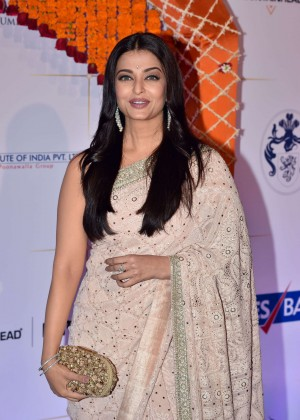 Aishwarya Rai - Gala Bollywood Dinner in Mumbai