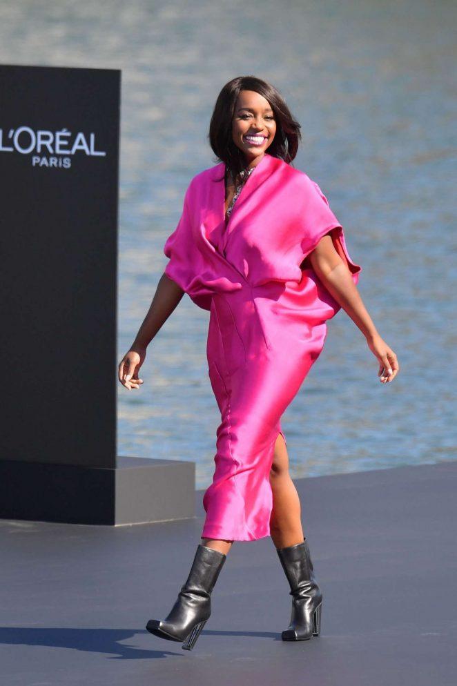 Aja Naomi King – L'Oreal Runway Show in Paris