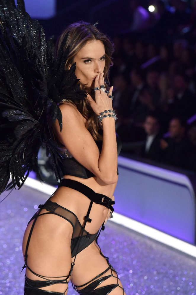 Alessandra Ambrosio – 2016 Victoria's Secret Fashion Show Runway in Paris
