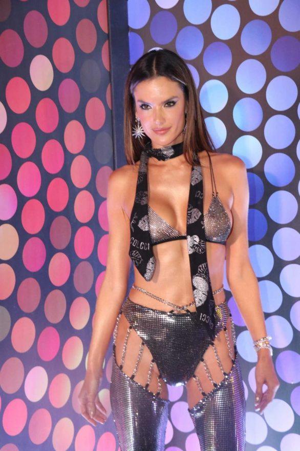 Alessandra Ambrosio - 2020 Rio carnival in Rio De Janeiro