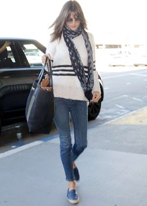 Alessandra Ambrosio - Arrives at Los Angeles International Airport