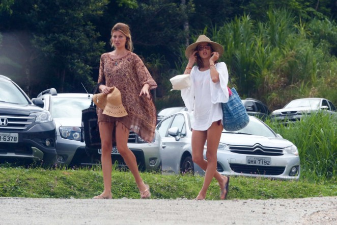 Alessandra Ambrosio Arrives at the Florianopolis -10