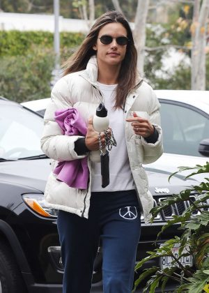 Alessandra Ambrosio - Arriving for a yoga in Malibu