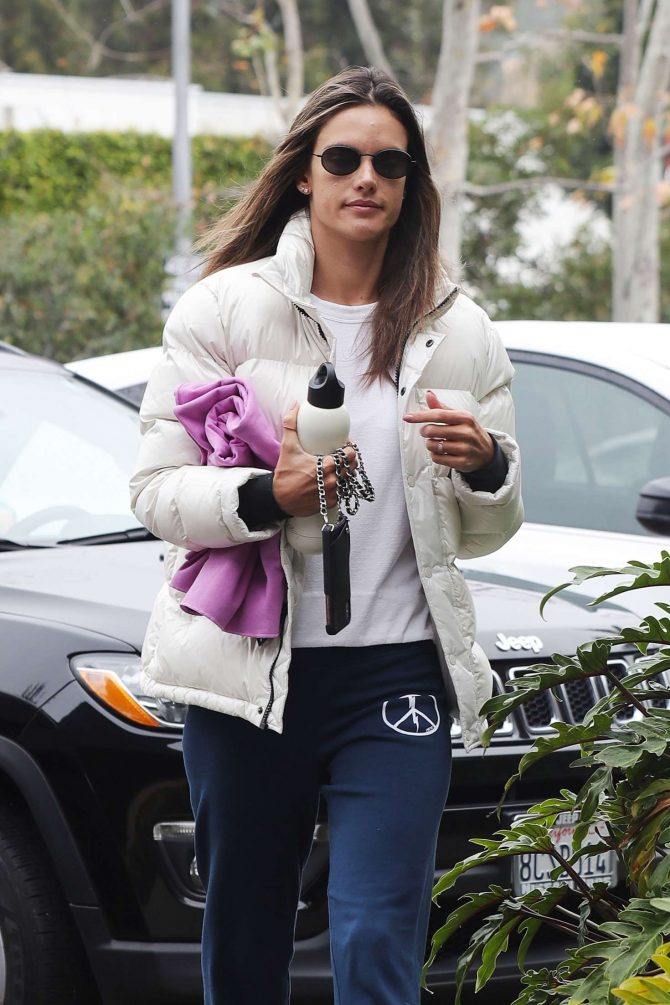 Alessandra Ambrosio – Arriving for a yoga in Malibu