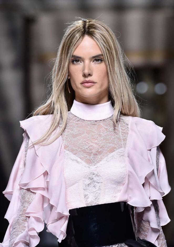 Alessandra Ambrosio – Balmain Fashion Show 2016 in Paris