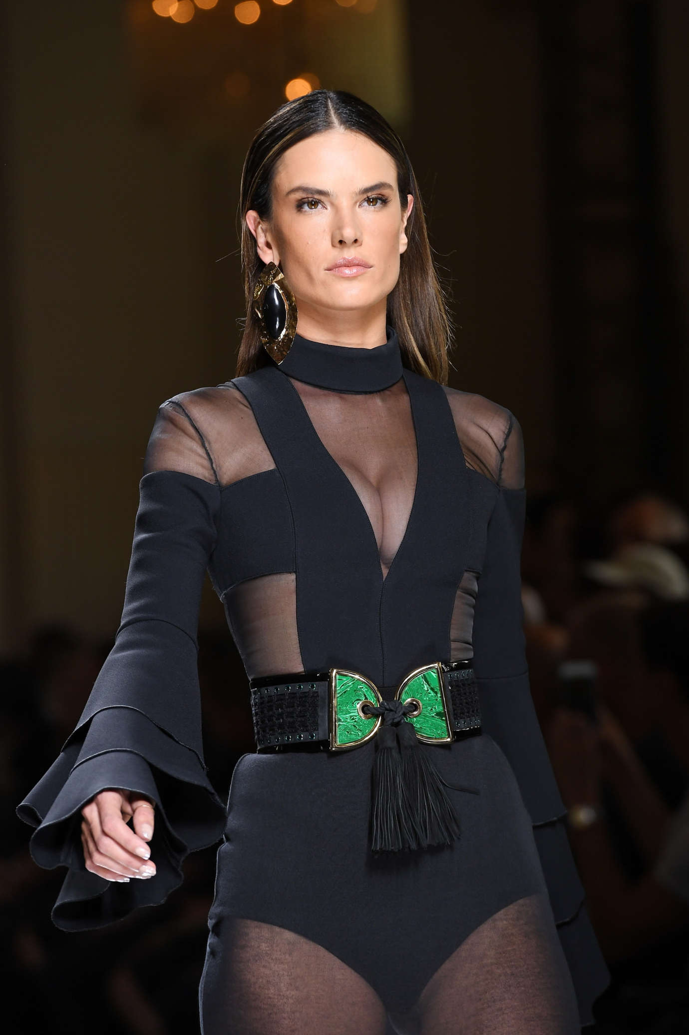 alessandra ambrosio balmain runway 2017 paris fashion week in paris. Black Bedroom Furniture Sets. Home Design Ideas