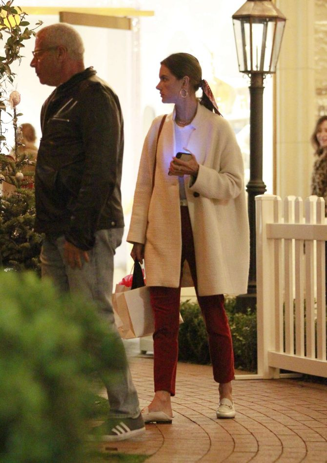 Alessandra Ambrosio – Christmas Shopping in Los Angeles