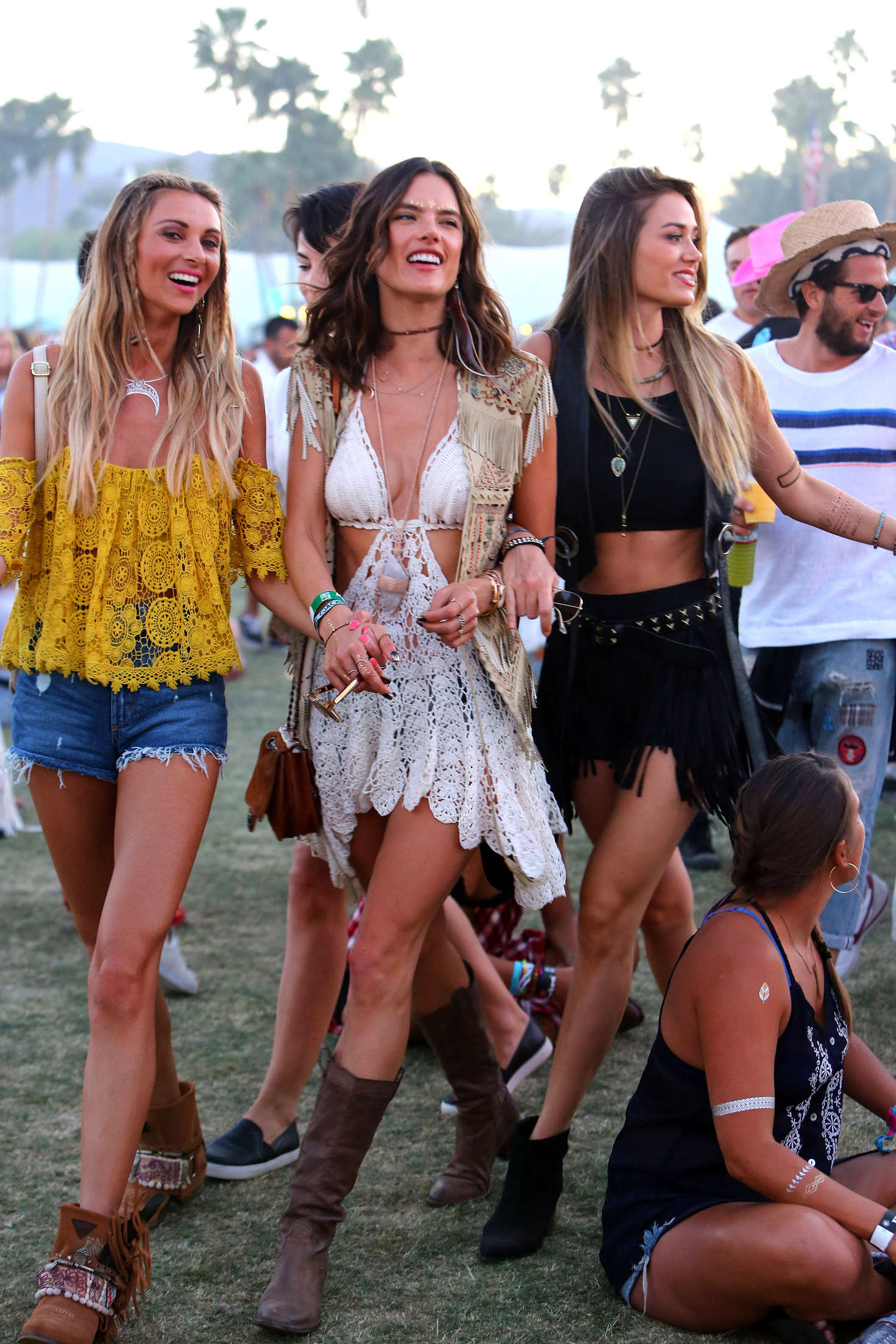 alessandra ambrosio coachella 2016 day 3 24 gotceleb. Black Bedroom Furniture Sets. Home Design Ideas
