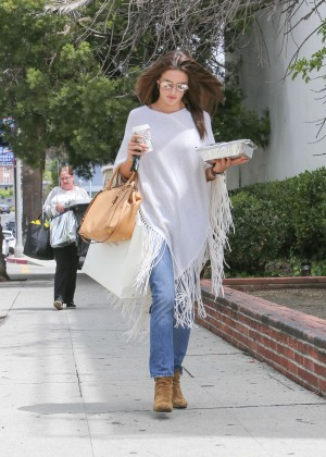 Alessandra Ambrosio - Grabbing Lunch in LA