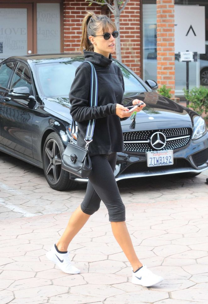 Alessandra Ambrosio in Leggings at a Gym -11