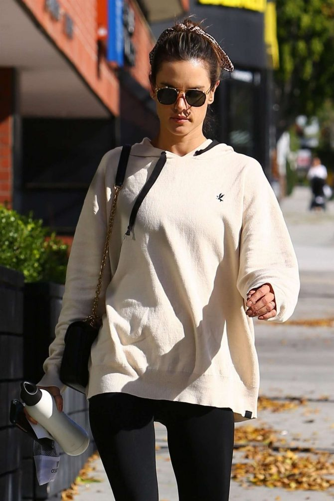 Alessandra Ambrosio in Tights – Heads at a pilates class in Los Angeles