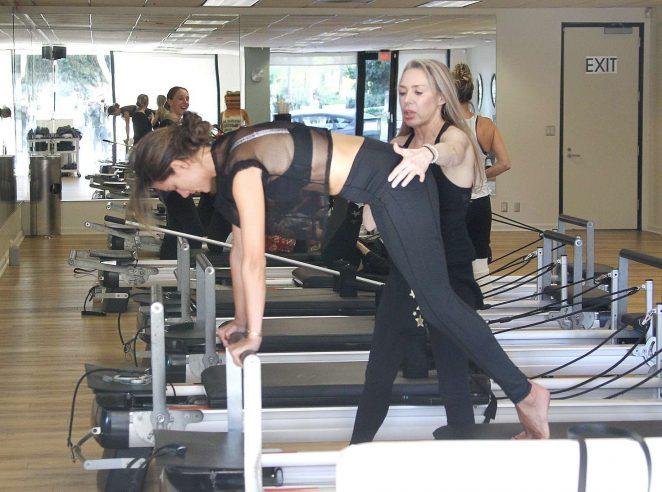 Alessandra Ambrosio 2018 : Alessandra Ambrosio in Tights: Pilates workout -01