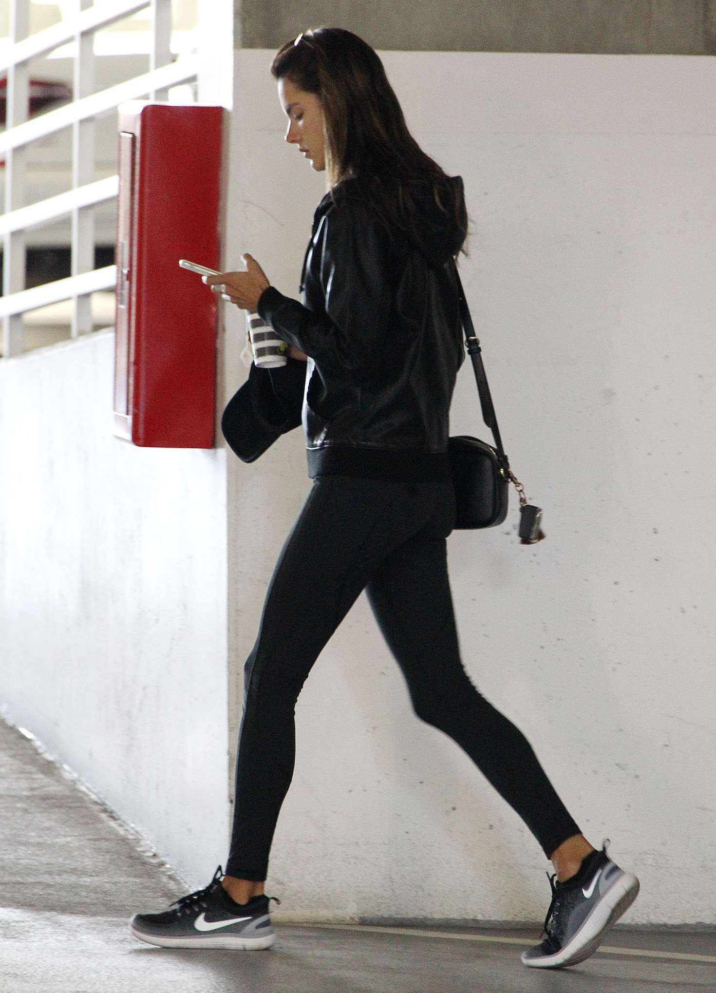 Alessandra Ambrosio in Tights: Pilates workout -03
