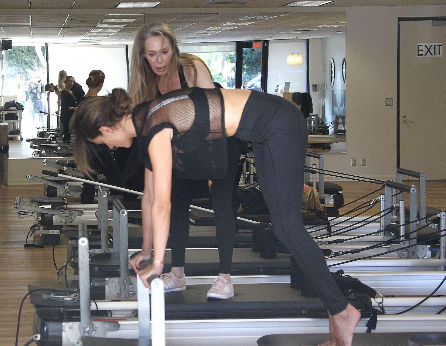 Alessandra Ambrosio 2018 : Alessandra Ambrosio in Tights: Pilates workout -04