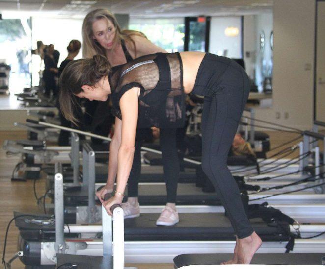 Alessandra Ambrosio 2018 : Alessandra Ambrosio in Tights: Pilates workout -07