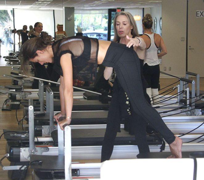 Alessandra Ambrosio 2018 : Alessandra Ambrosio in Tights: Pilates workout -11