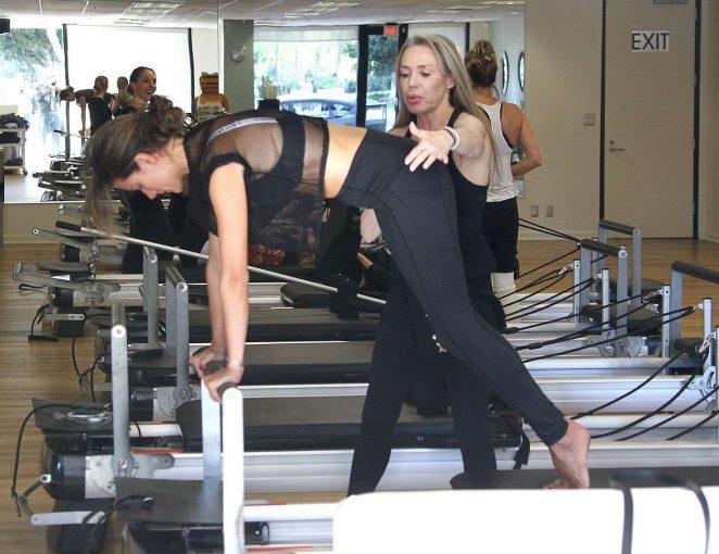 Alessandra Ambrosio 2018 : Alessandra Ambrosio in Tights: Pilates workout -14
