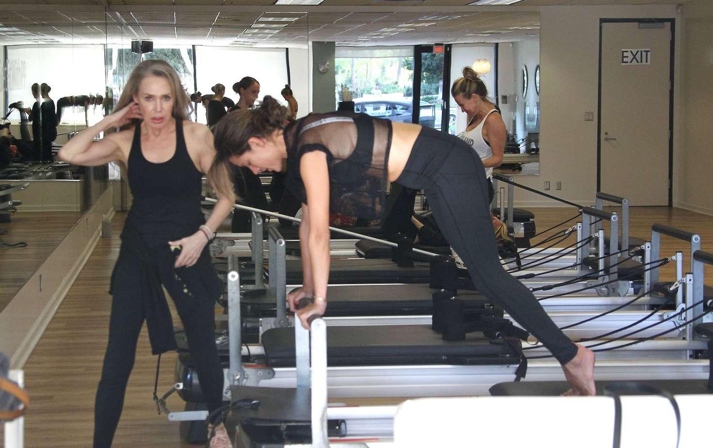 Alessandra Ambrosio 2018 : Alessandra Ambrosio in Tights: Pilates workout -15