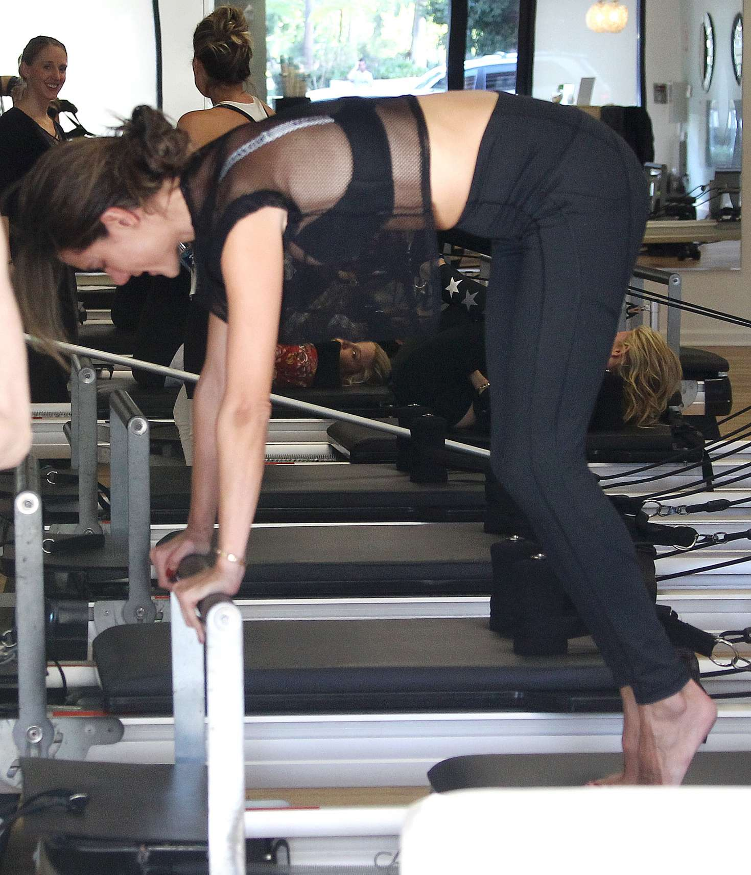 Alessandra Ambrosio 2018 : Alessandra Ambrosio in Tights: Pilates workout -21
