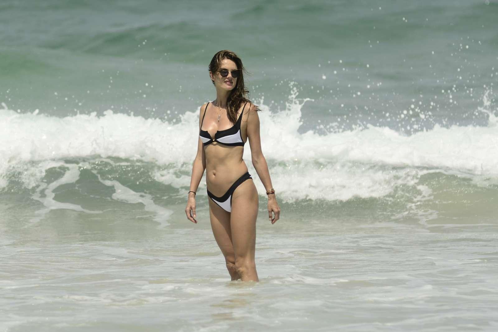 naked (16 photos), Sideboobs Celebrity image