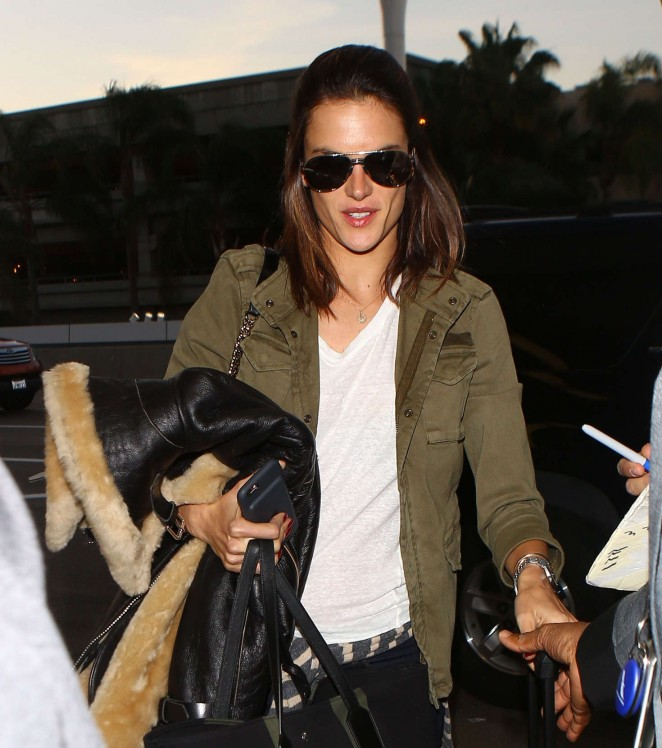 Alessandra Ambrosio - Leaving Los Angeles