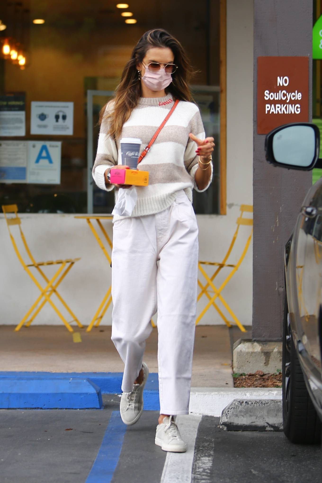 Alessandra Ambrosio - Looks casual at Caffe Luxxe in Brentwood