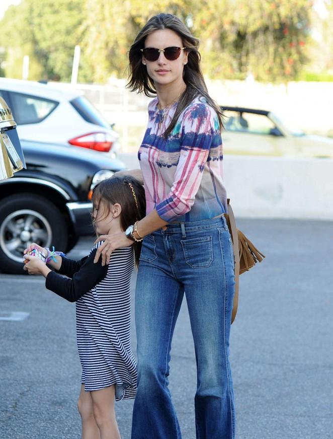 Alessandra Ambrosio in Jeans -09