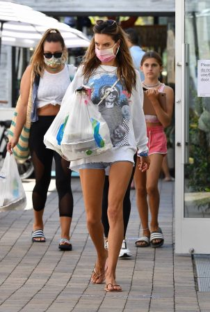 Alessandra Ambrosio - Out for a lunch with friend in Malibu