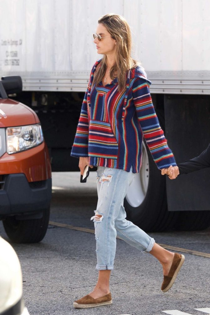 Alessandra Ambrosio – Out in Los Angeles