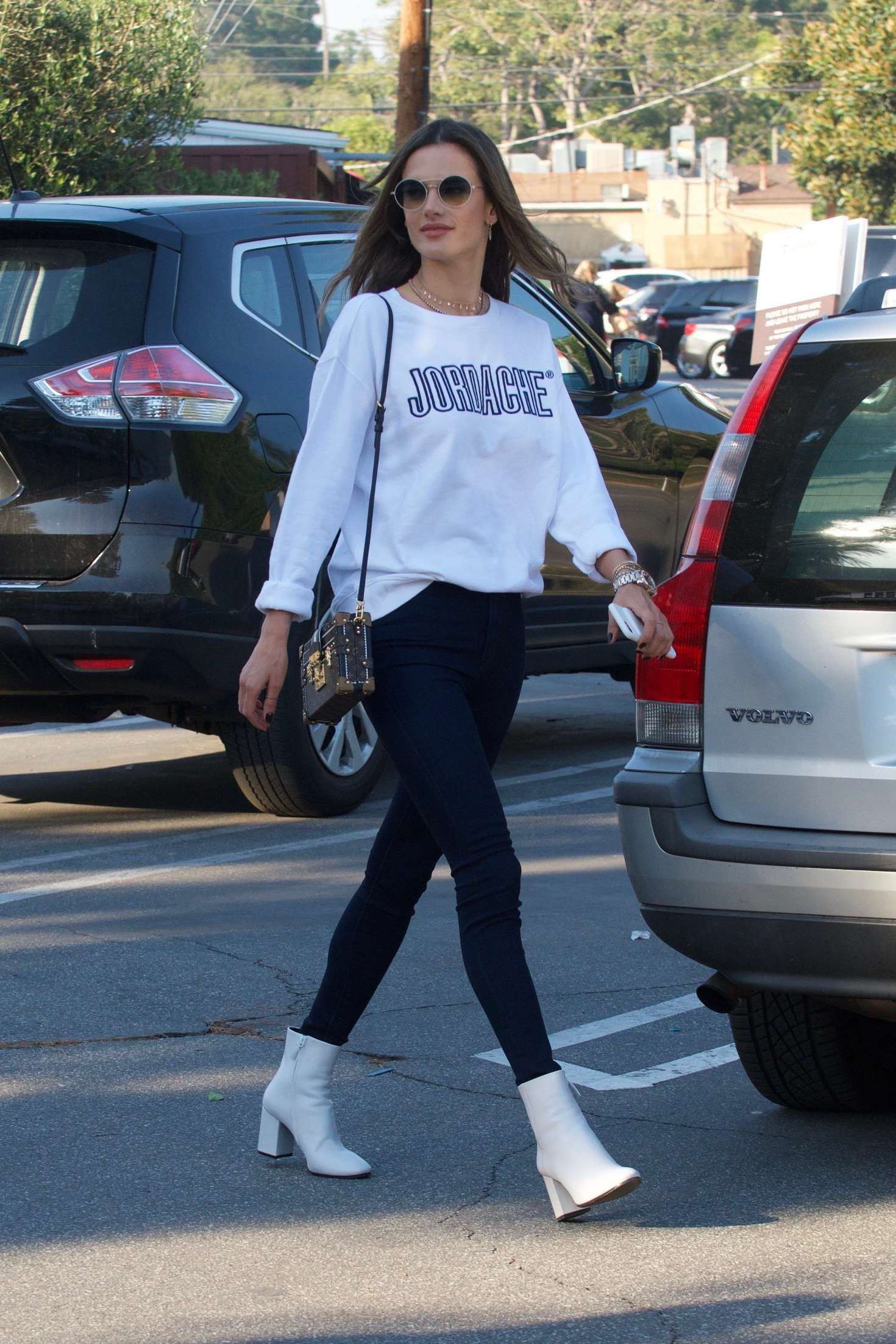 Alessandra Ambrosio out shopping in Brentwood   Alessandra-Ambrosio-out-shopping-in-Brentwood--01