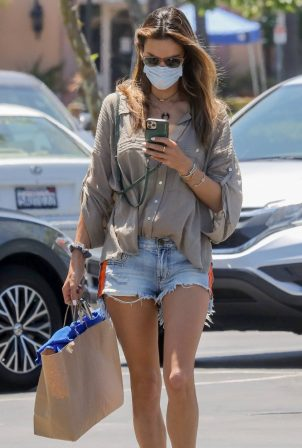 Alessandra Ambrosio - Shopping at Becker Surfboards shop in Malibu