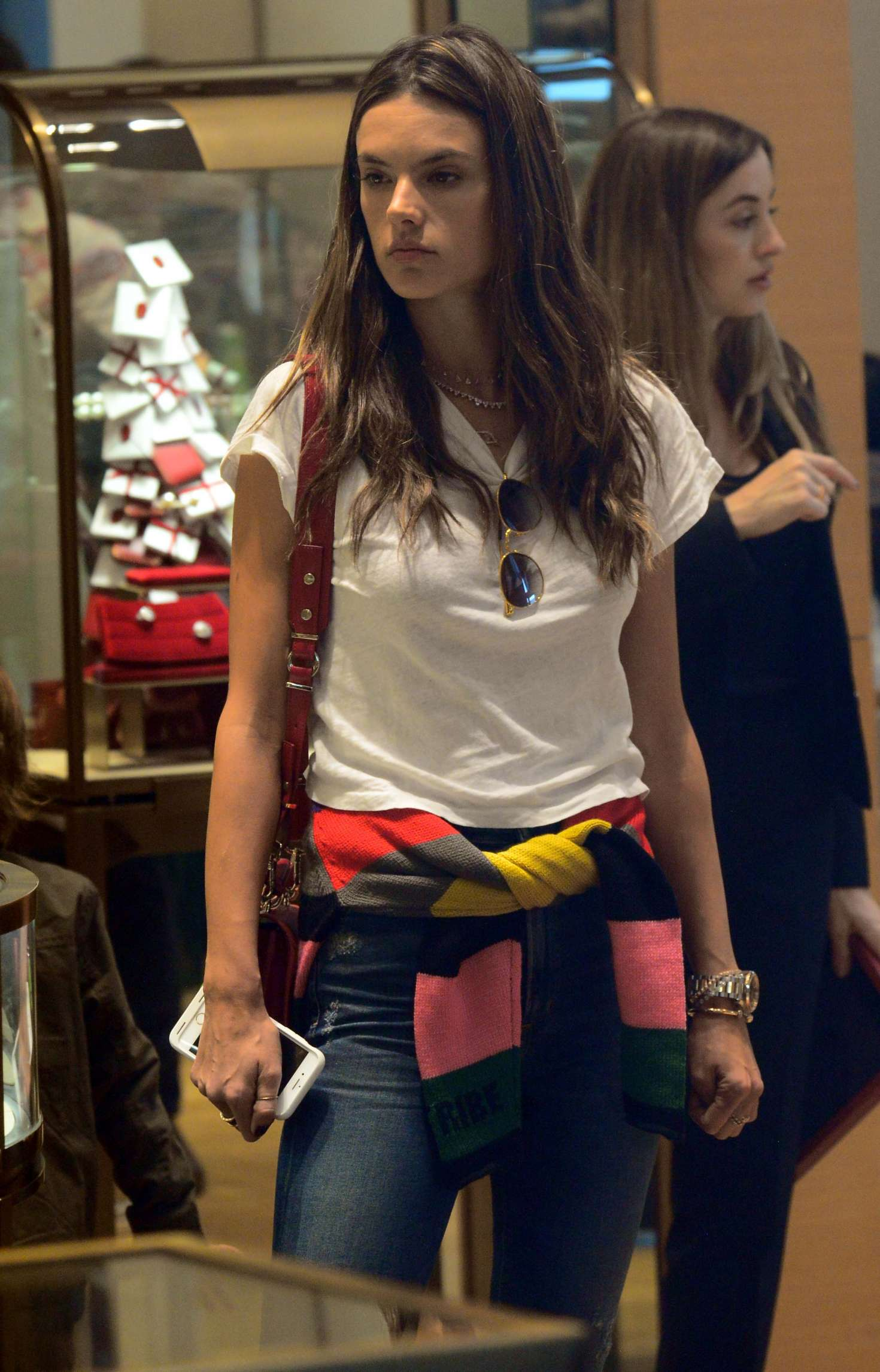Alessandra ambrosio shopping at cartier in beverly hills for Cartier in beverly hills