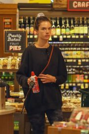 Alessandra Ambrosio - Shopping at the grocery store in Santa Monica