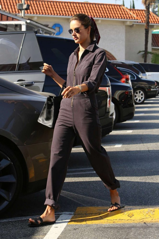 Alessandra Ambrosio – Shopping in Brentwood