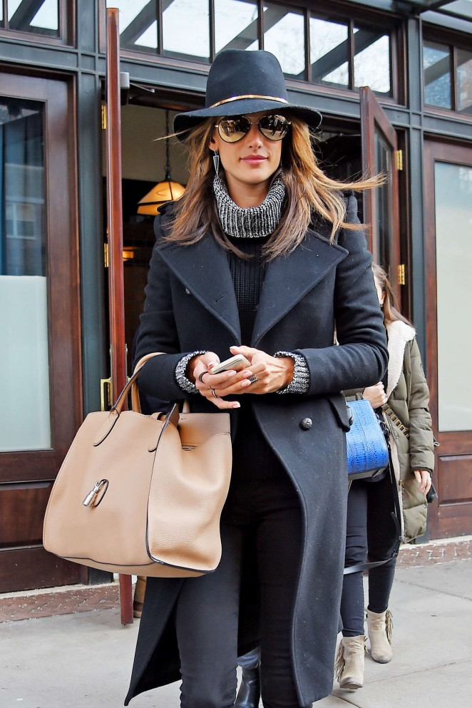 Alessandra Ambrosio - Shopping in NYC