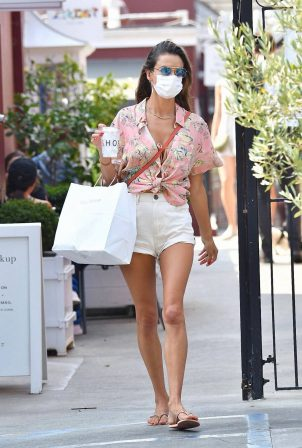 Alessandra Ambrosio - Shopping in Santa Monica