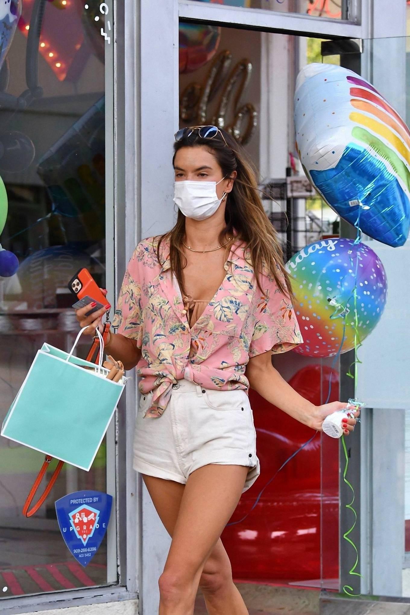 Alessandra Ambrosio 2020 : Alessandra Ambrosio – Shopping in Santa Monica-05